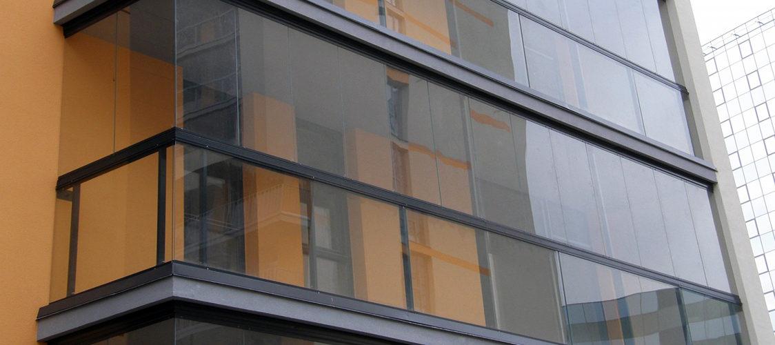 Безрамное остекление балконов, лоджий, беседок, террас